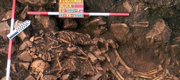 希腊发掘出一对6000年前的情侣遗骸 姿势酷似拥抱式性爱
