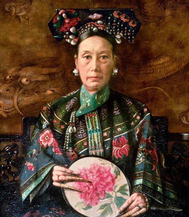 年约七十的慈禧太后,1905年由荷兰画家华士(Hubert Vos)所绘。 PHOTOGRAPH BY AKG/ALBUM