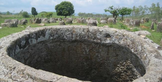 老挝石缸平原数以千计巨型石缸的历史可以追溯到铁器时代前
