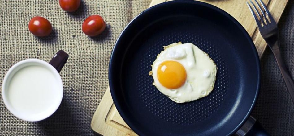 俄罗斯医学博士:用鸡蛋同香肠一起煎炒有害健康