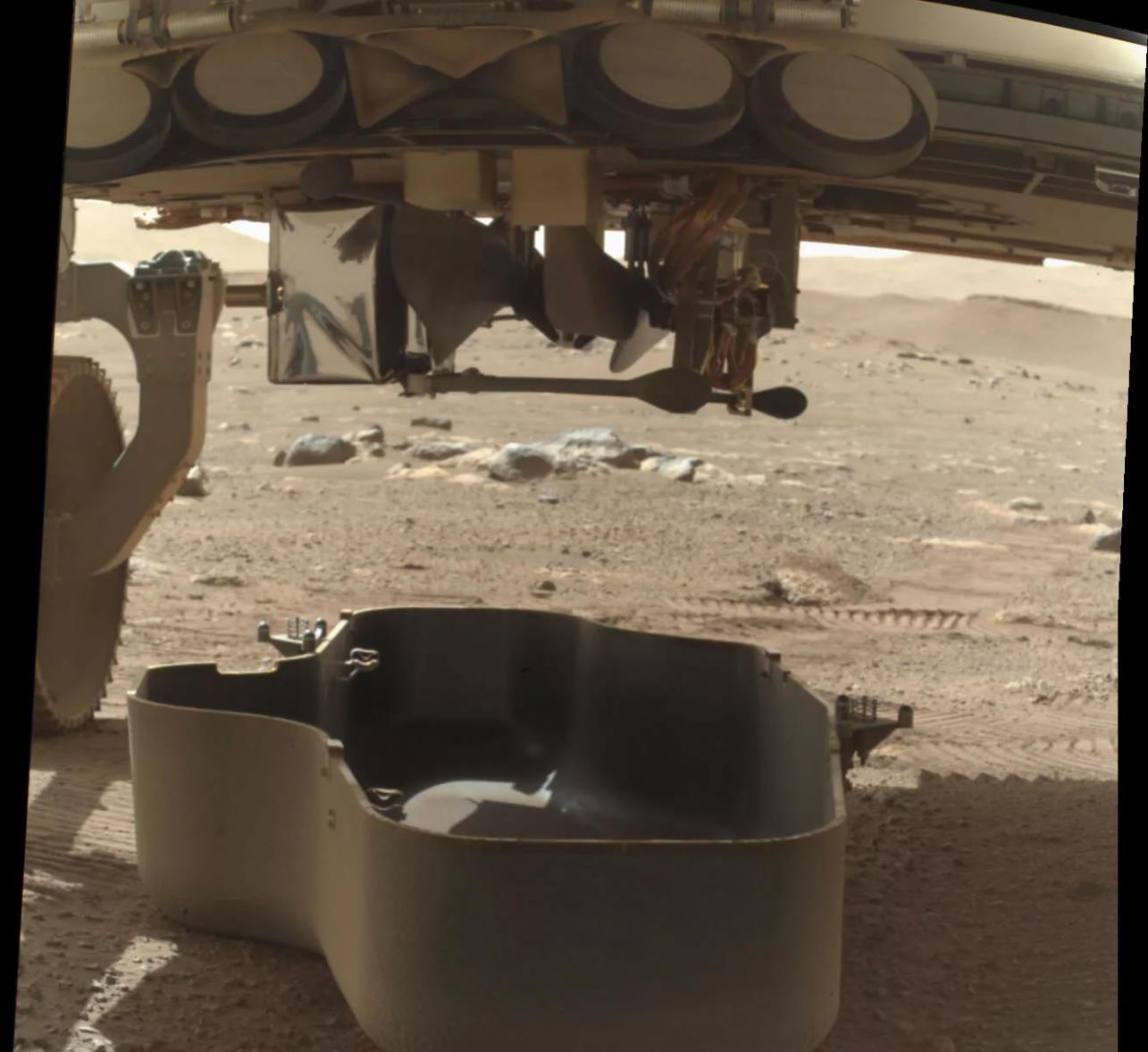 """Ingenuity""直升机成功站立在火星表面"