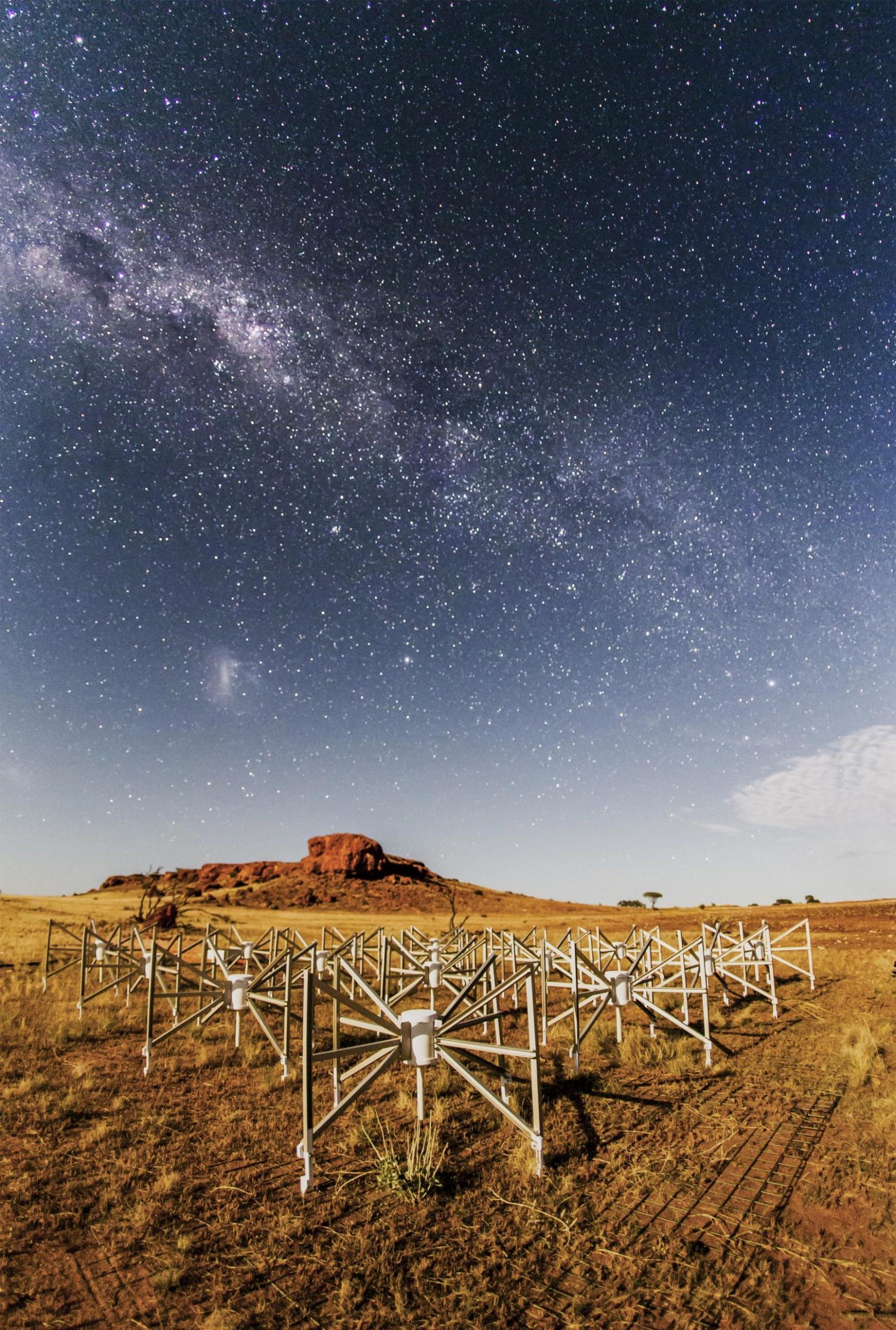"Murchison Widefield Array望远镜观测到""太空水母""――Abell 2877星系团"