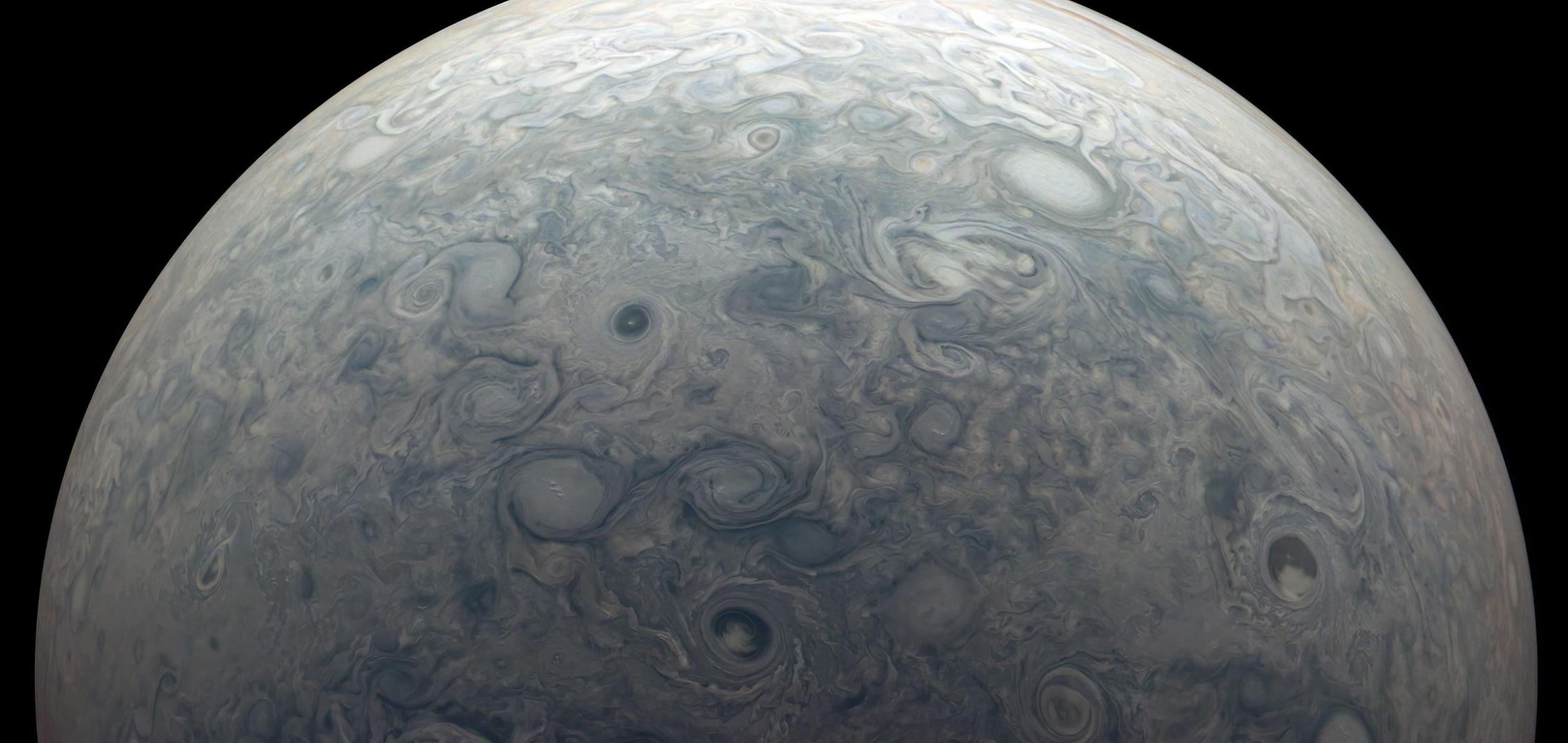 朱诺号航天器拍摄到木星的风暴显示这颗巨行星的强大磁场随时间而变化