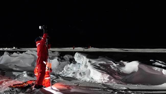 """德国破冰船""""极星号(Polarstern)""""北极探险:两个多月没见太阳 北极熊闯入营地帐篷"""