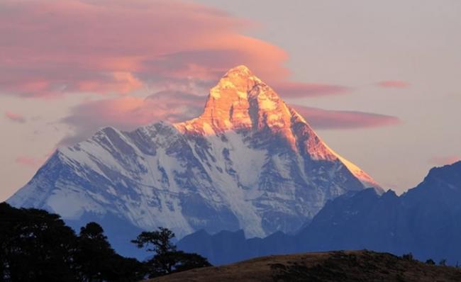 印度境内喜马拉雅山山脉楠达德维山东峰发生登山者失踪事件 8人失踪生死未卜