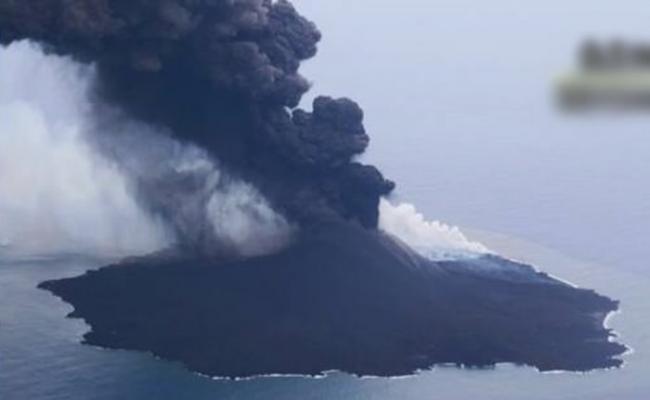 日本小笠原群岛西之岛活火山喷发 烟柱高达4700米创纪录