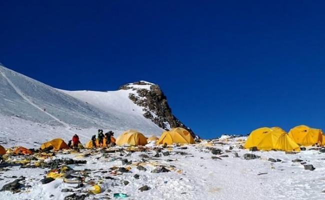 登山者在攀登珠穆朗玛峰时留下的排泄物会引起研究人员和雪巴人的健康出现问题