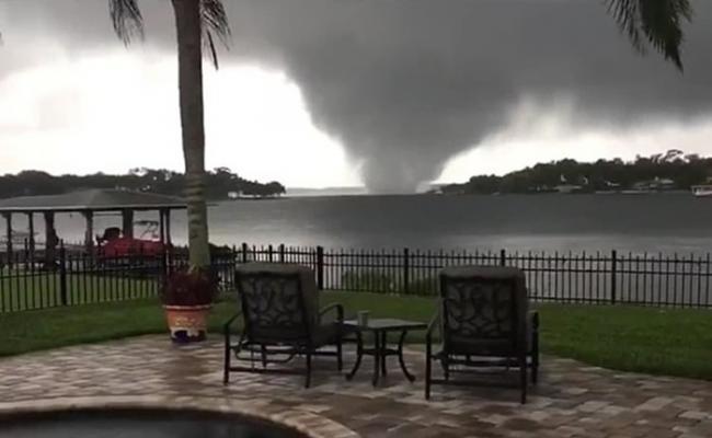 美国佛罗里达州奥兰多有龙卷风来袭 约2000户停电