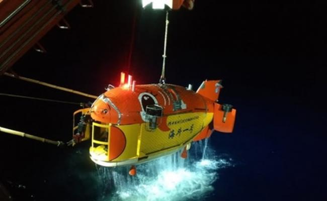 """中国科学院""""海斗一号""""在马里亚纳海沟完成首次万米海试与试验性应用任务"""