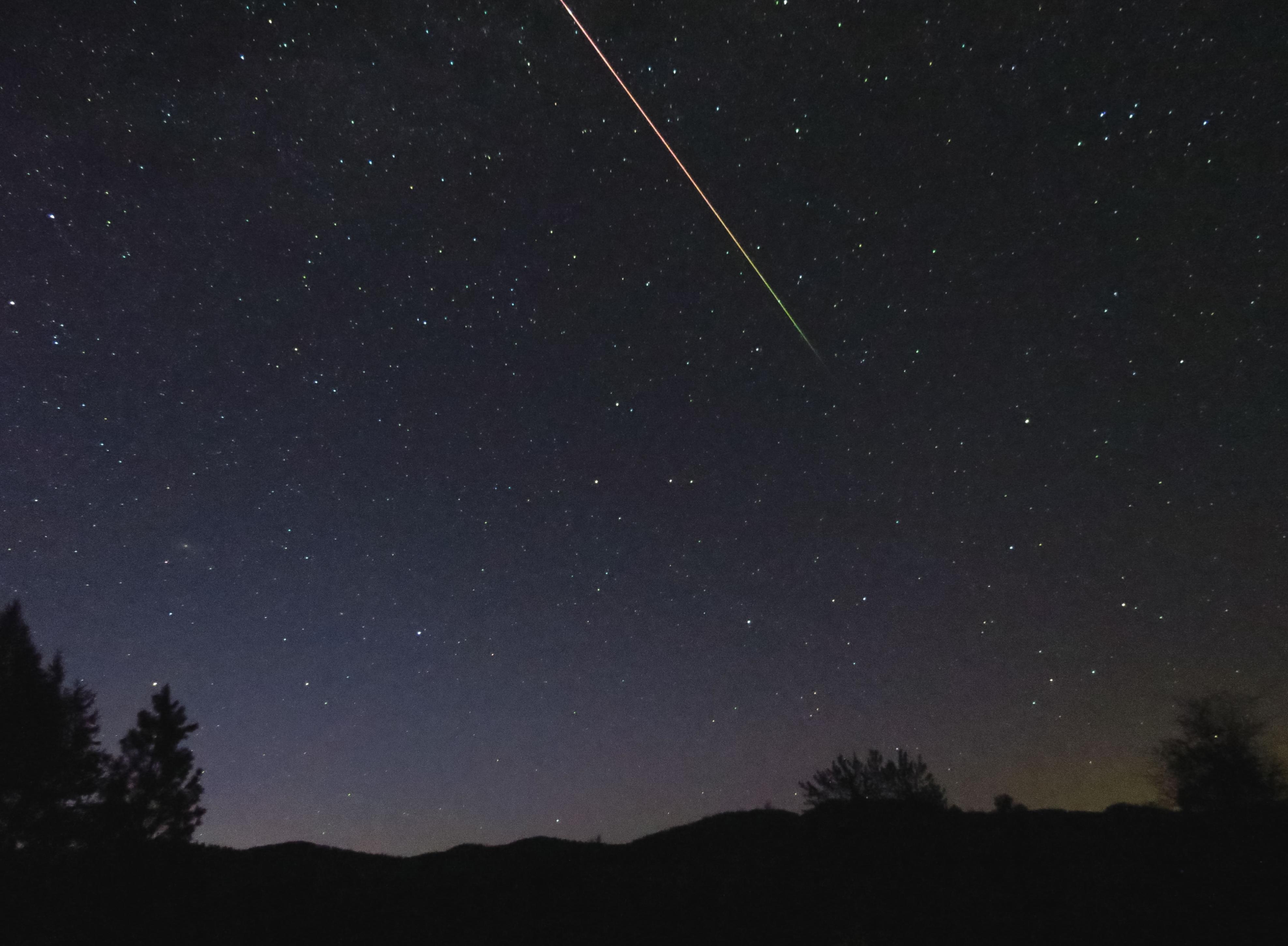 202年5月6日宝瓶座流星雨极大期 由哈雷彗星所衍生