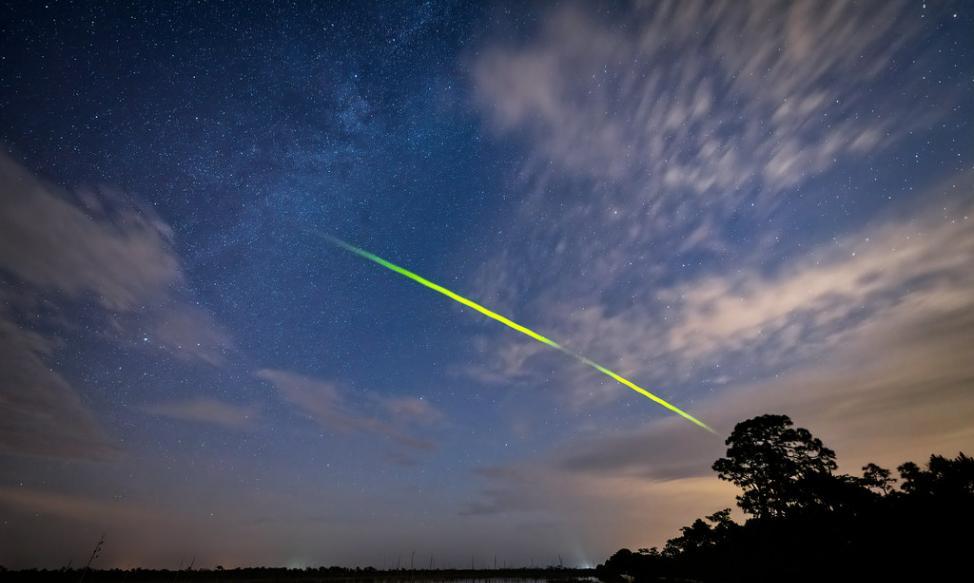 来自哈雷彗星的宝瓶座η流星雨Eta Aquarid最佳观赏时间是5月5日黎明前
