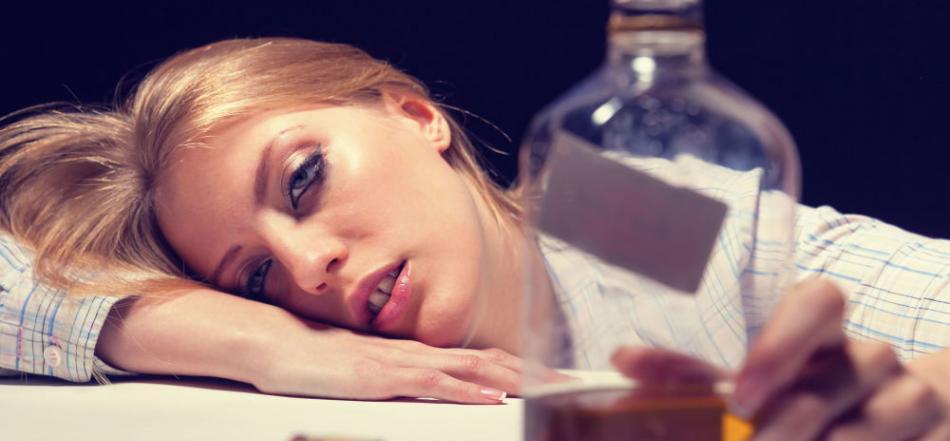 美国科学家研究发现B型血的人最容易饮酒过量 A型血的受试者最耐酒精