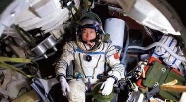 杨利伟回来后的后遗症十分严重,自主出舱后骨骼受损(谣言)